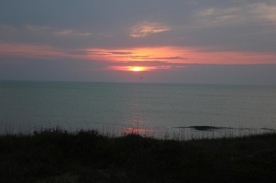 Ramada Plaza Nags Head Beach: Sunrise