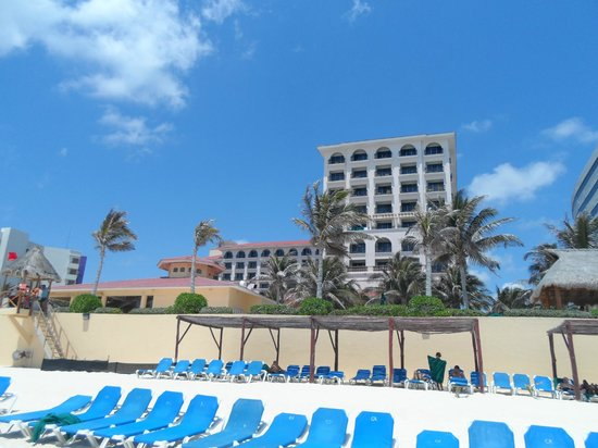 GR Solaris Cancun: View Of Hotel From Beach