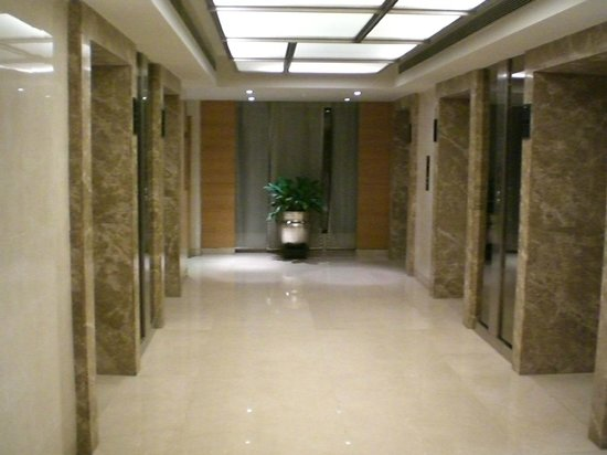 The Lalit New Delhi: Elevator