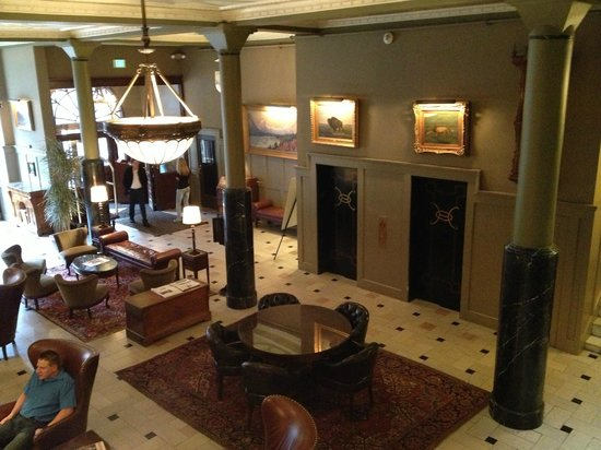 The Oxford Hotel: Lobby
