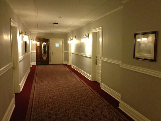 The Oxford Hotel: Hallway