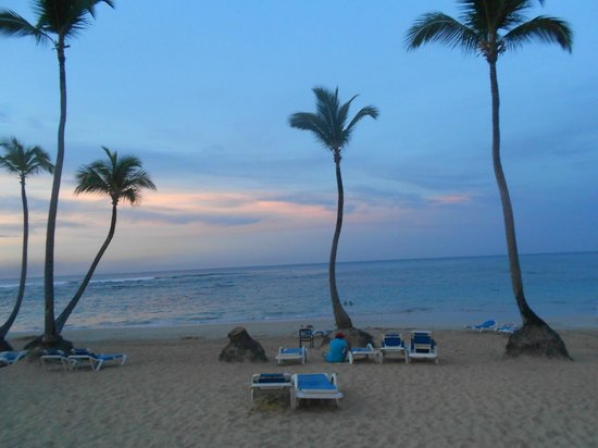 Sirenis Tropical Suites: Sirenis Cocotal Beach at Sunset