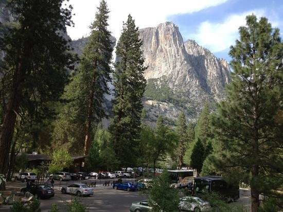 ‪‪Yosemite Lodge At The Falls‬: view from the parking lot-fantastic!‬