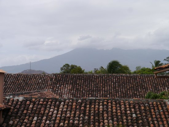 Hotel Patio del Malinche: View of volcano from the balcony