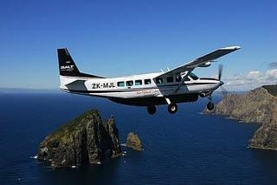 Paihia, New Zealand: Salt Air Scenic Flights by aeroplane