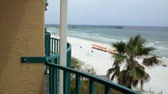 Days Inn Panama City Beach/Ocean Front: View of the pier from the balcony