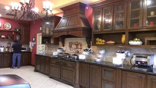 Comfort Suites Alamo/Riverwalk : Beautiful full breakfast area.