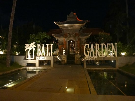 Bali Garden Beach Resort: View from street