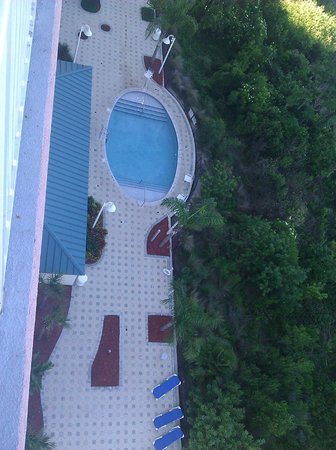 Blue Heron Beach Resort: View of side pool from 8th floor