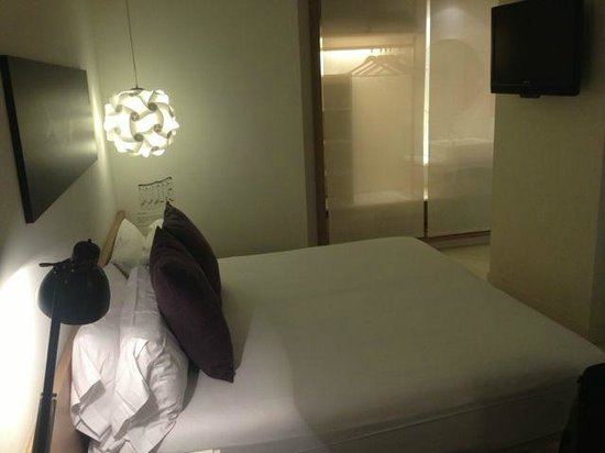 "Hotel Denit Barcelona: Large ""L"" room"
