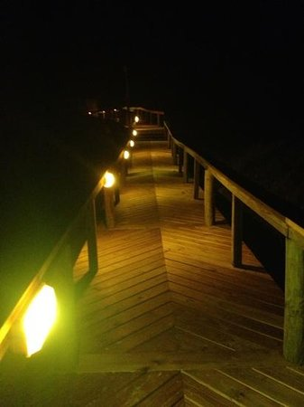 Sandcastle Condominiums & Conference Center: Boardwalk at night.