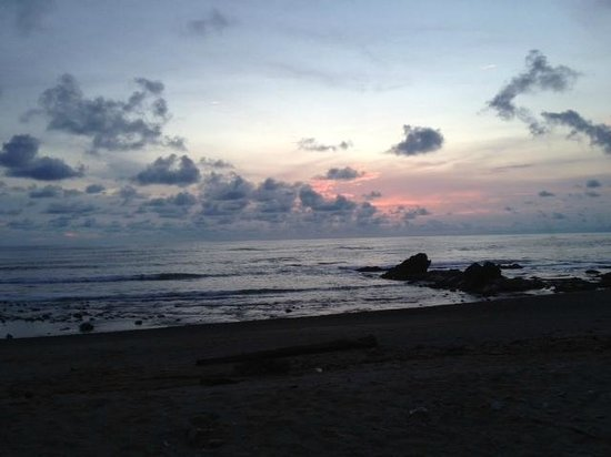 Hotel Buenisimo: Sunset on the Beach