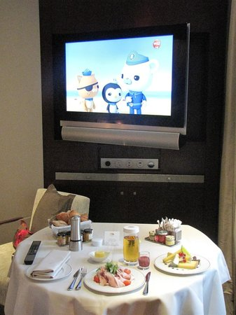Mandarin Oriental, Paris: TV breakfast
