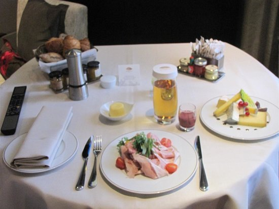 Mandarin Oriental, Paris: Lavish breakfast wheeled in on a table