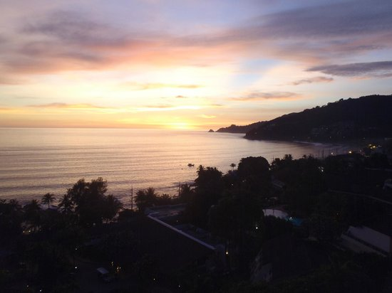 Novotel Phuket: Stunning sun sets from room balcony.