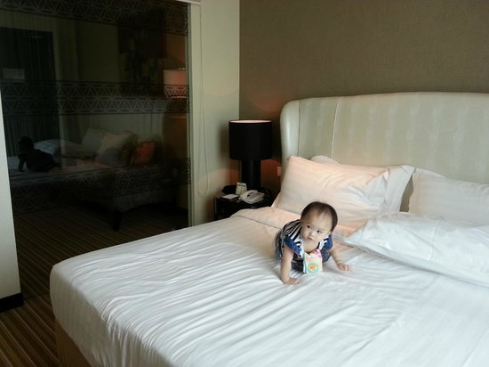 Hatten Hotel Melaka: The bed is big~