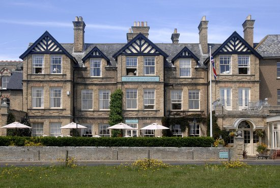 Wentworth Hotel : The hotel looking from the beach