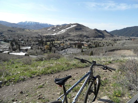 Sun Valley, ID: Looking down on lodge from bike trails
