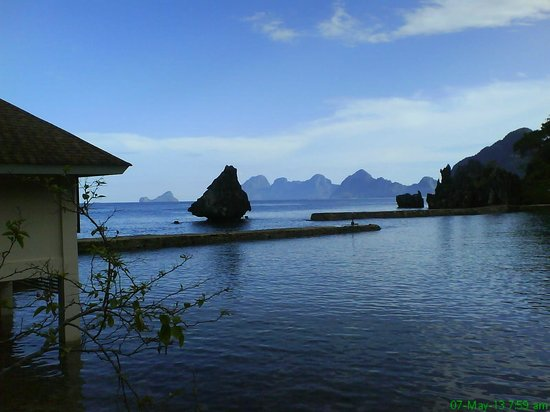 El Nido Resorts Lagen Island: rock formation in front of the resort
