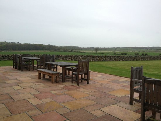 Menai Bridge, UK: patio