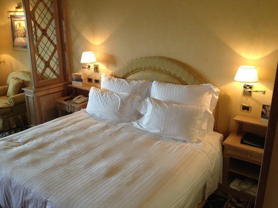 Rome Cavalieri, Waldorf Astoria Hotels &amp; Resorts: Comfy beds with oversize pillows