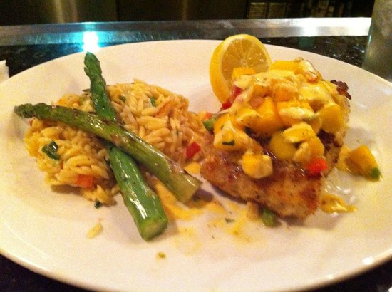 Edgewater, Nueva Jersey: Macadamia crusted mahi mahi