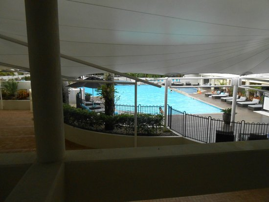 ‪‪Shangri-La Hotel, The Marina, Cairns‬: Pool area from second floor balcony area‬