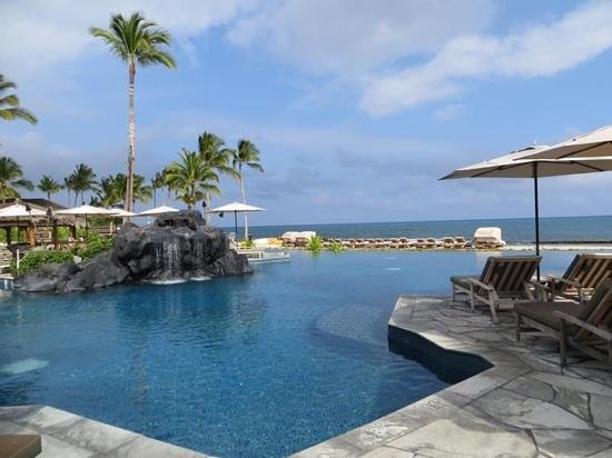 Four Seasons Resort Hualalai at Historic Ka'upulehu: incredble pools views and weather