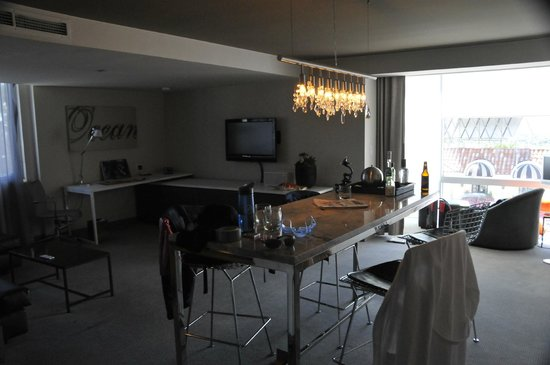 Andaz West Hollywood: Queen Suite Lounge