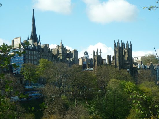 Mercure Edinburgh City - Princes Street Hotel: Room with a view.