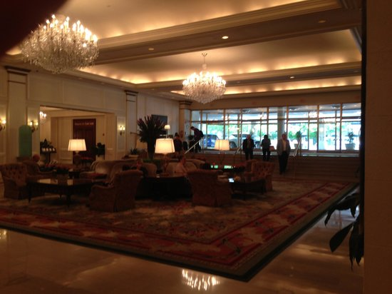 Omni Shoreham Hotel: Lobby
