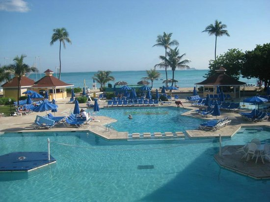 Breezes Resort Bahamas: Nice Pool