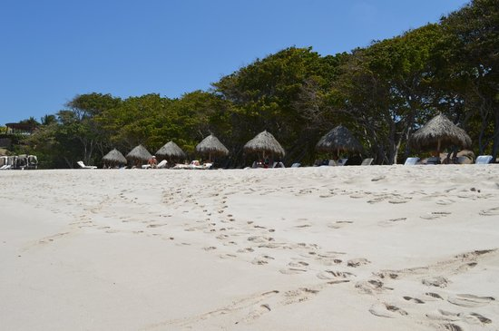 Four Seasons Punta Mita: Private beach area with grass huts