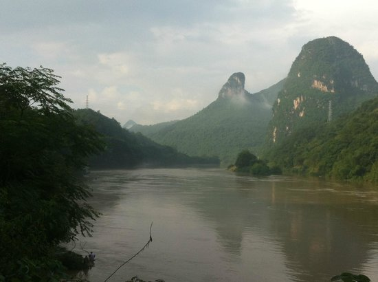 Yangshuo Village Retreat: Walk along the river near the hotel