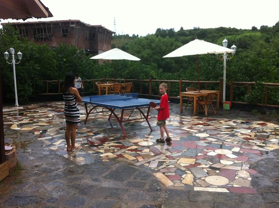 Yangshuo Village Retreat: Playing table-tennis (again!).