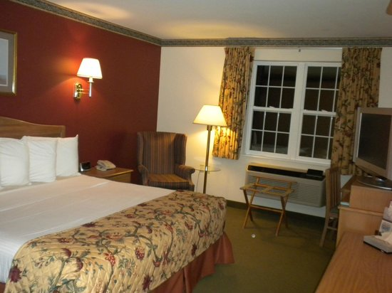 Acadia Inn: Our room