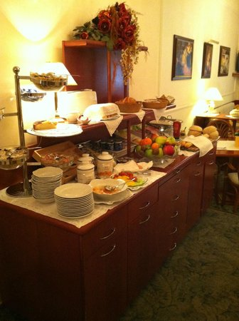 Louren Hotel: Breakfast buffet.