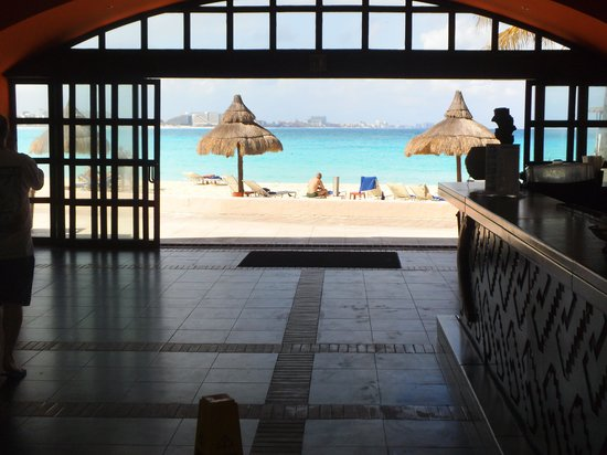 Club Med Cancun Yucatan: View of beach through La Soluna bar