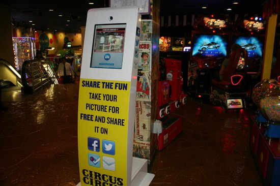 Circus Circus Hotel and Casino-Reno: New Photo Kiosk