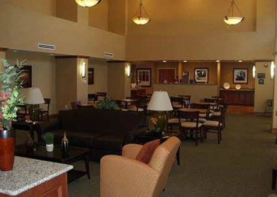 Hampton Inn & Suites Bakersfield North-Airport: Hampton Inn and Suites Bakersfield North Airport Dining Area
