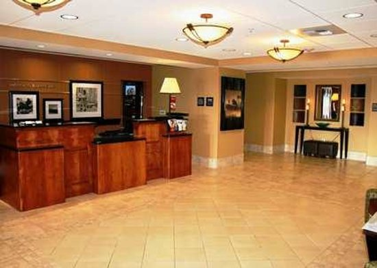 Hampton Inn & Suites Bakersfield North-Airport: Hampton Inn and Suites Bakersfield North Airport Reception