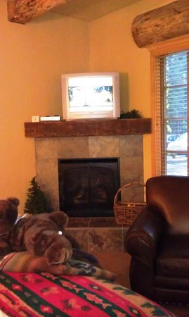 Sisters, OR: Crossing Arrow Fireplace