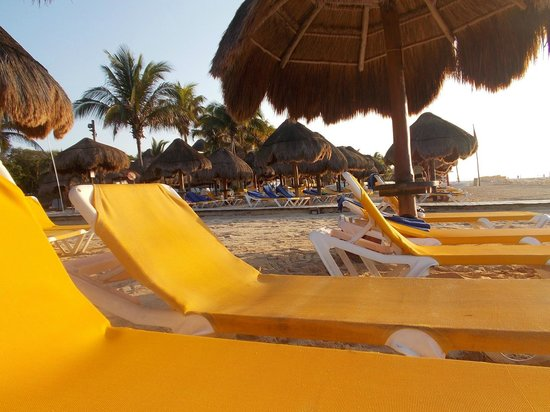 Iberostar Tucan Hotel: The beach at sunrise