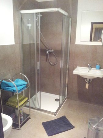 VV Hotel: Shower