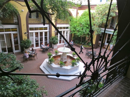 Hotel Mazarin: Main Courtyard - Breakfast area