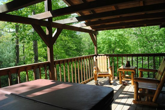 Rockbridge, OH: Back porch / Hot tub view