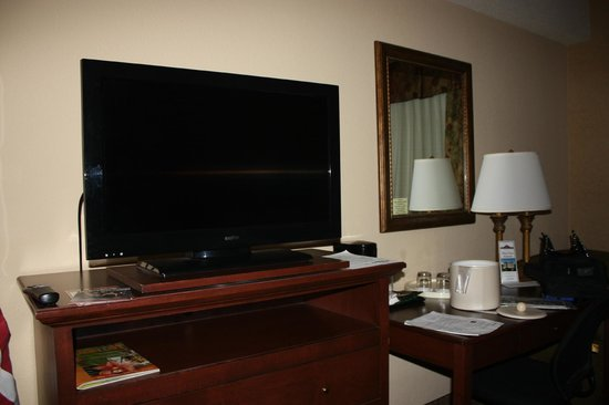 Grand Plaza Hotel Branson: Flat Screen TV!