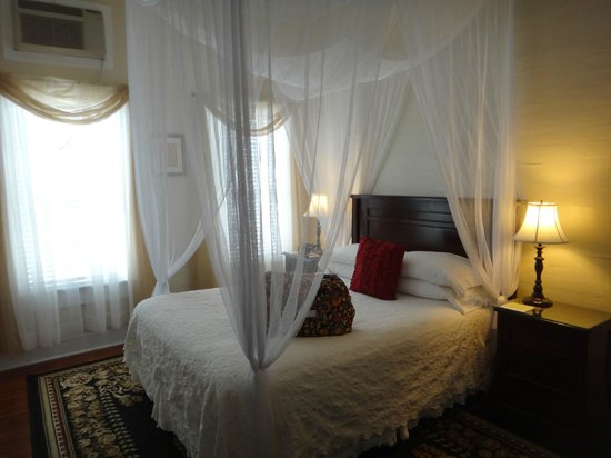Avalon Bed and Breakfast: Queen room
