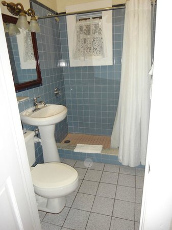 Avalon Bed and Breakfast: Private bathroom