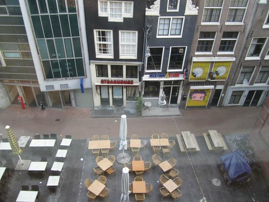 Inntel Hotels Amsterdam Centre : View of main street from room 3351 